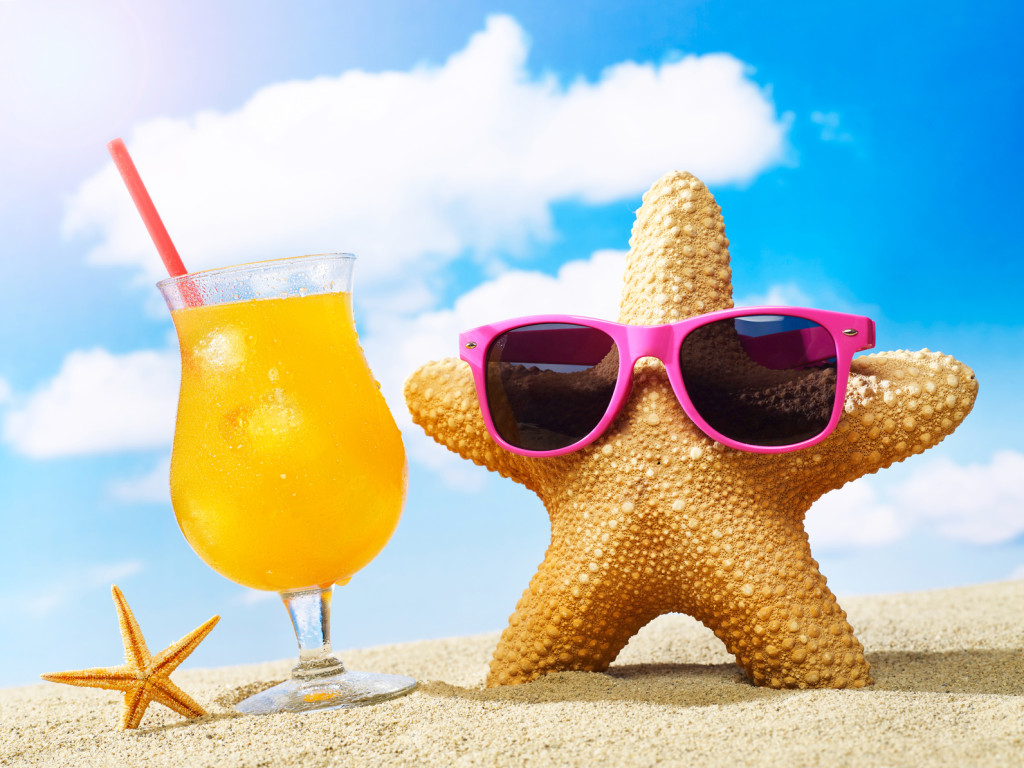Starfish with sunglasses and cocktail